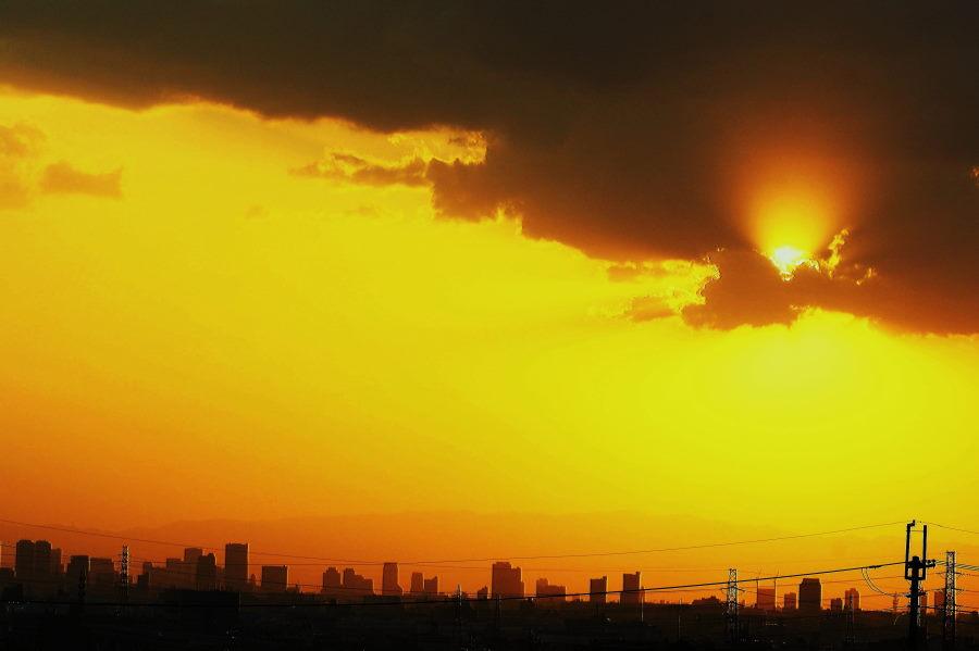 黄砂の夕日(大阪市の空).JPG